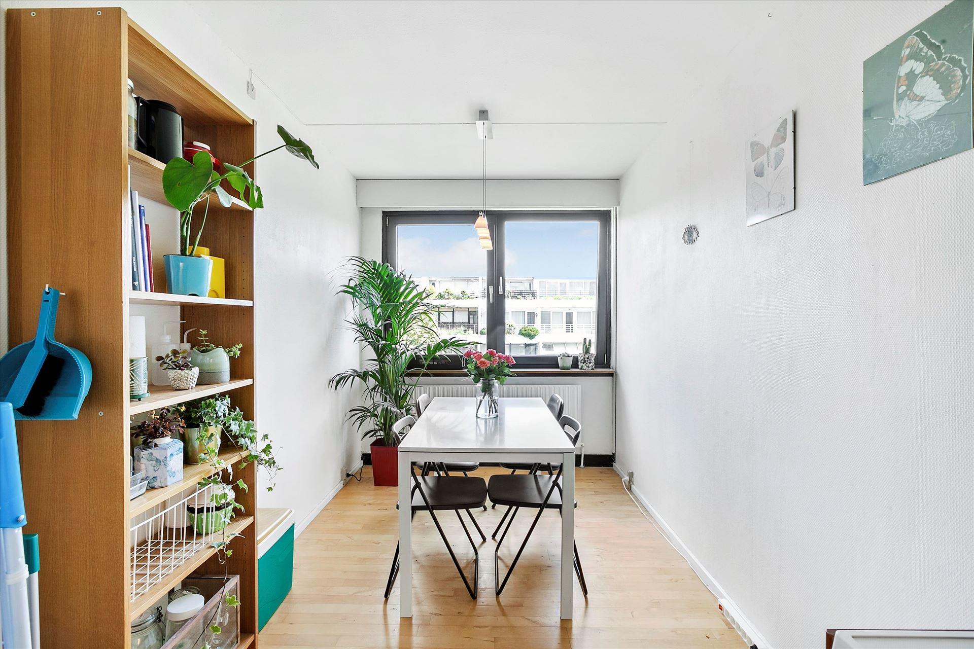 lejlighed-til-salg-boligindretning-07-kokkenet-spisebord - Little Green World